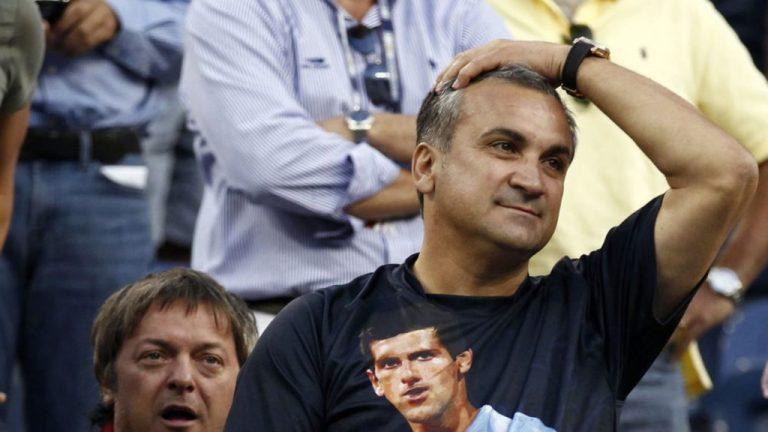 Pai de Djokovic furioso: «Federer e Nadal não apoiaram Novak como se precisassem de mais milhões»