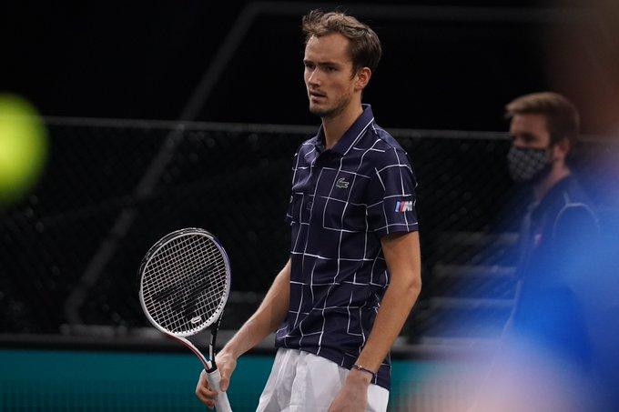 Anderson desiste e Medvedev avança para os 'oitavos' em Paris