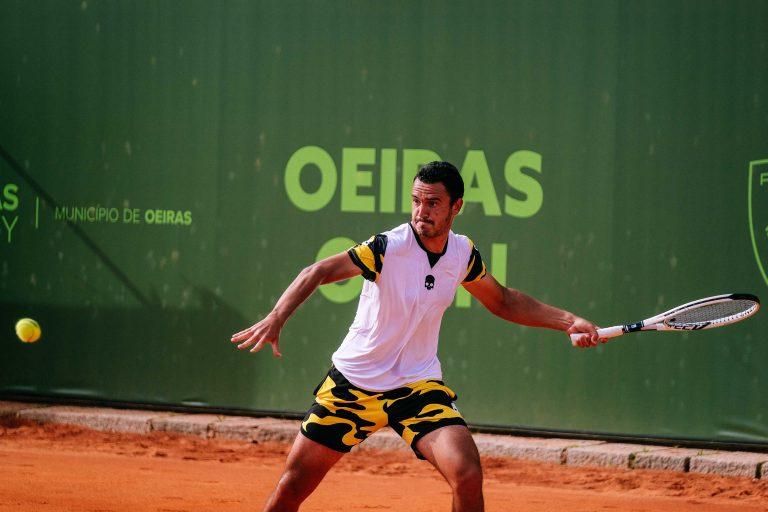 Gonçalo Oliveira supera Tiago Cação e está nas 'meias' do Oeiras Open