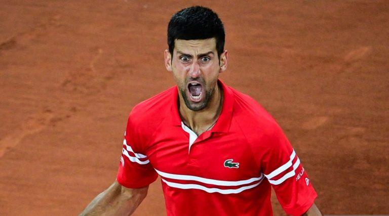 Djokovic ultrapassa Berrettini rumo às 'meias' e marca 58.ª batalha da guerra com Nadal