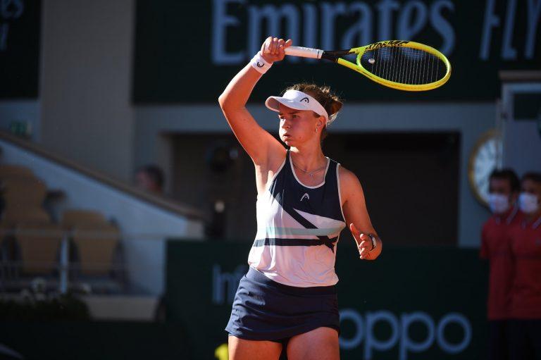 Krejcikova salva um match point numa batalha épica de 3h19 rumo à final