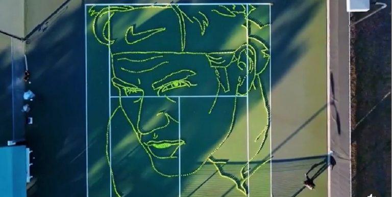 [VÍDEO] O incrível retrato de Federer feito num court com… bolas de ténis