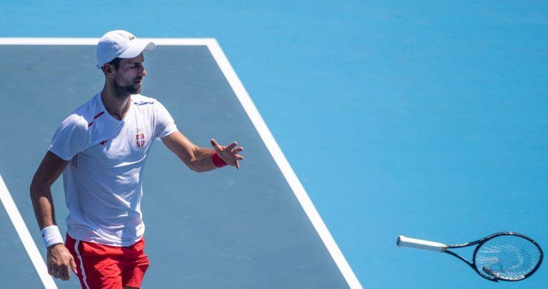 Djokovic perdeu a cabeça em Tóquio e destruiu uma raquete a meio de um treino com Murray