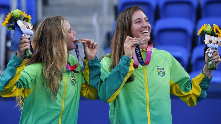 Brasileiras radiantes no pódio: Stefani e Pigossi já receberam medalhas