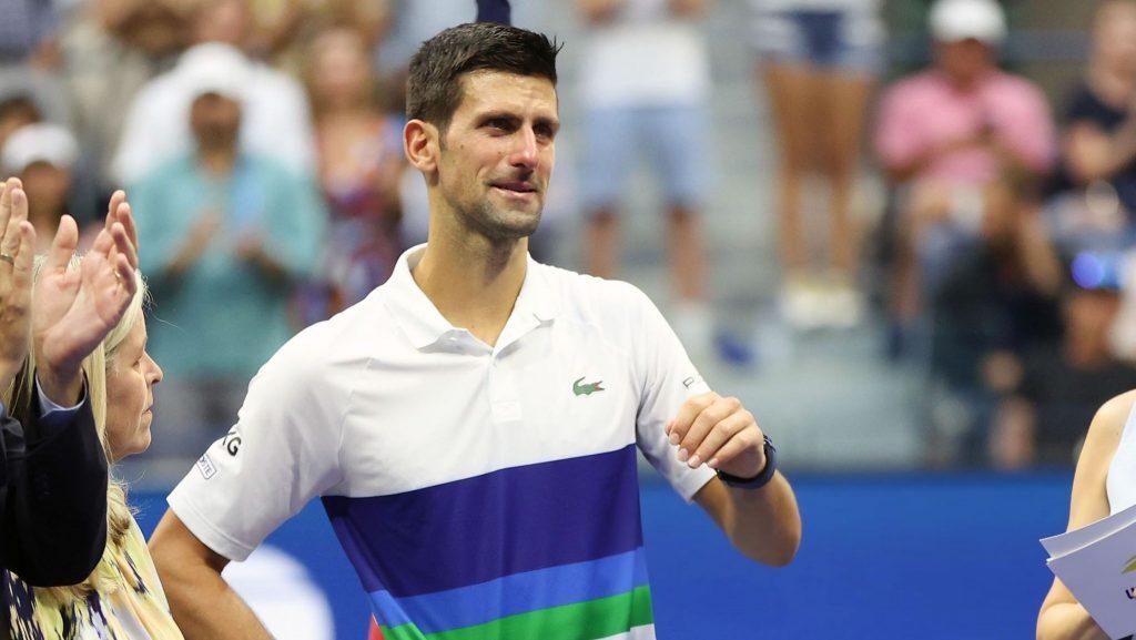 Pressão falou mais alto: Djokovic desfez-se em lágrimas antes de perder e no discurso