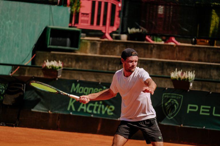 Tiago Cação aplica reviravolta autoritária rumo à segunda ronda do Braga Open