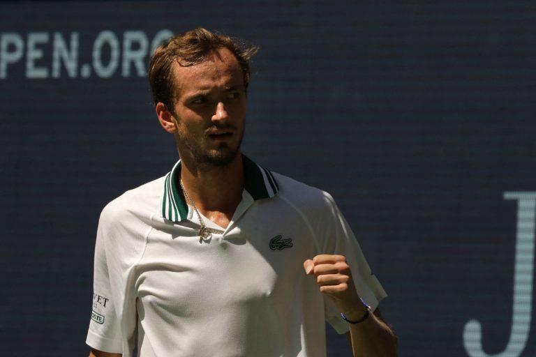 Medvedev deixa escapar um set mas avança para as 'meias' do US Open pela terceira vez seguida