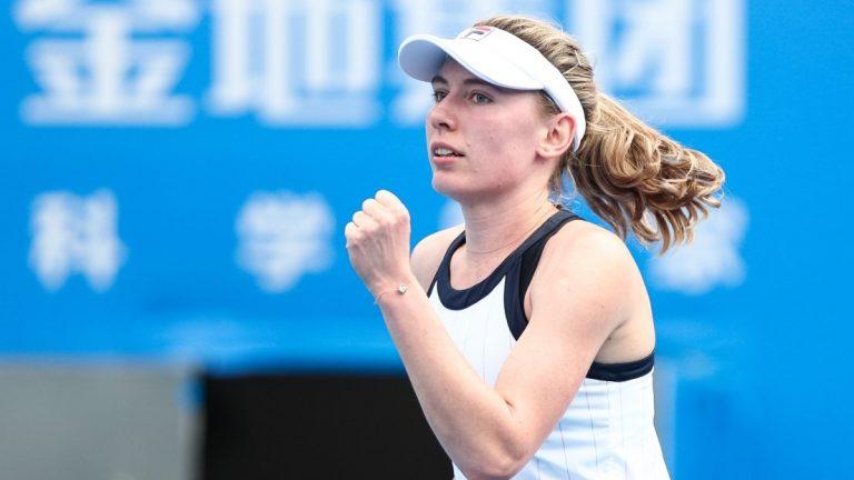 Alexandrova surpreende Sabalenka, Vondrousova acaba sonho das Finals para Pavlyuchenkova